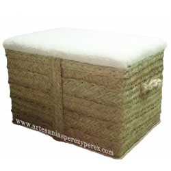 Taburete de esparto y asiento de lana