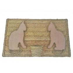 Macetero de esparto natural con figuras de gatos en relieve con yute natural
