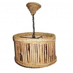 Candeeiro suspenso redondo de junco e esparto.